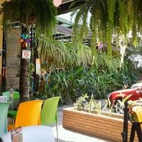 Foto tomada en Lukumbe Café por Roger G. el 3/13/2012