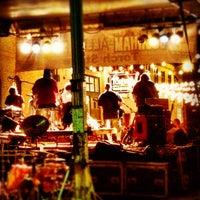 Photo prise au The Torch Bar and Grill par Brian J. le7/16/2012