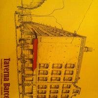 Foto tirada no(a) Taverna Barcelona por Sunny S. em 9/6/2012