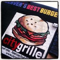 Foto tomada en City Grille por Eric K. el 8/22/2012