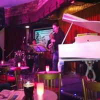 Photo prise au Brasserie & Wine Bar Toulouse Lautrec par Frankie C. le3/26/2012