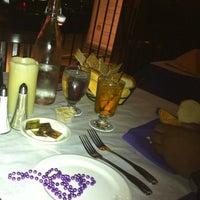 5/28/2012 tarihinde Leslie G.ziyaretçi tarafından Bourbon Street Restaurant and Catering'de çekilen fotoğraf