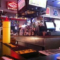 รูปภาพถ่ายที่ Grumpy's Bar & Grill โดย Ian C. เมื่อ 7/29/2012