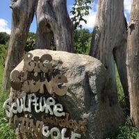 Das Foto wurde bei Big Stone Mini Golf & Sculpture Garden von Liuyin S. am 8/4/2012 aufgenommen