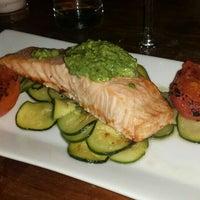 Das Foto wurde bei Acqua Restaurant NYC von Victoria A. am 4/27/2016 aufgenommen