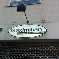 Photo prise au Maximilian lounge-bar-restaurant par Lula L. le3/24/2012