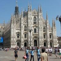 รูปภาพถ่ายที่ Duomo di Milano โดย Eugen เมื่อ 7/14/2013