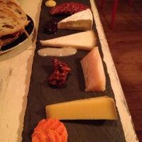 Снимок сделан в Murray's Cheese Bar пользователем Katherine M. 7/5/2013