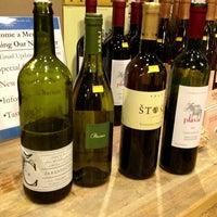Das Foto wurde bei Mister Wright Fine Wine & Spirits von Shannon L. am 7/2/2013 aufgenommen