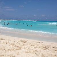 Foto diambil di Forum Cancún oleh Jorge M. pada 4/21/2013