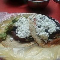 3/31/2016 tarihinde Julenne E.ziyaretçi tarafından Tacos la glorieta'de çekilen fotoğraf
