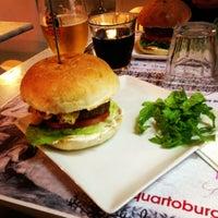 12/4/2012 tarihinde Simone V.ziyaretçi tarafından QUARTO Burger & Drinks'de çekilen fotoğraf