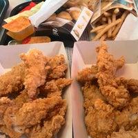 Das Foto wurde bei Kentucky Fried Chicken von Nico am 1/2/2015 aufgenommen