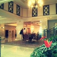 Foto diambil di The Ritz-Carlton Istanbul oleh HUESSNUE J. pada 10/4/2012