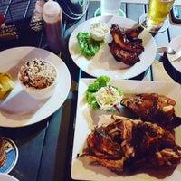 Снимок сделан в Peppers Bar & Grill пользователем Darcie B. 9/21/2015