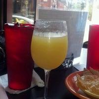 Foto scattata a Local Bar + Kitchen da Nicole S. il 9/15/2012