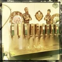 รูปภาพถ่ายที่ Half Acre Beer Company โดย Erick M. เมื่อ 10/6/2012