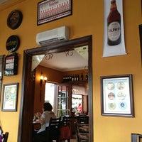 1/13/2013 tarihinde Pedro W.ziyaretçi tarafından Rostie Restaurant'de çekilen fotoğraf