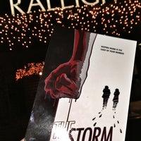 Foto tomada en Raleigh Studios Hollywood por Matt H. el 12/9/2012