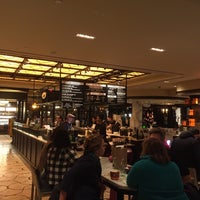 Foto scattata a The Plaza Food Hall da Artur P. il 10/3/2015