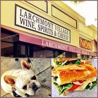Das Foto wurde bei Larchmont Village Wine & Cheese von brandon am 5/24/2013 aufgenommen