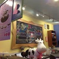 3/8/2013 tarihinde Eric C.ziyaretçi tarafından Amy's Ice Creams'de çekilen fotoğraf
