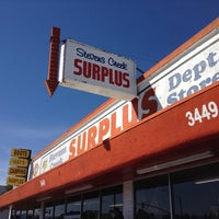 Foto scattata a Stevens Creek Surplus da Eric C. il 10/7/2013