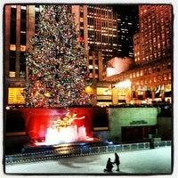 Снимок сделан в The Rink at Rockefeller Center пользователем Gurjeet S. 12/7/2012