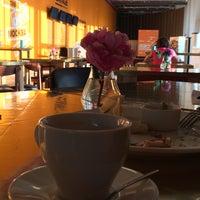 Снимок сделан в Кафе «Гараж» пользователем Виктория Л. 6/12/2014