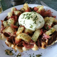 รูปภาพถ่ายที่ Waffle Era Tea Room โดย Jonathan J. เมื่อ 9/30/2012