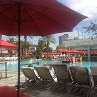 Foto tirada no(a) Palms Pool & Dayclub por Kendra em 10/5/2012