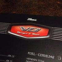 Снимок сделан в V8 Burger & Beer пользователем Julio B. 2/8/2014