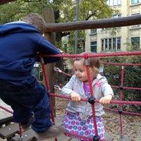 Das Foto wurde bei Kinderspielplatz Ludwigkirchplatz von Gina S. am 10/21/2012 aufgenommen