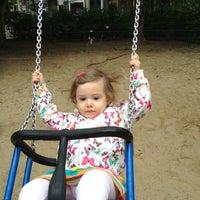 Das Foto wurde bei Kinderspielplatz Ludwigkirchplatz von Gina S. am 5/28/2013 aufgenommen