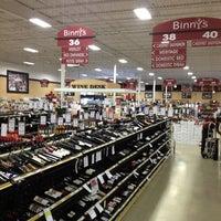 Foto tomada en Binny's Beverage Depot por MANGO el 6/5/2013