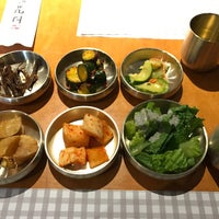 Foto tirada no(a) 고려삼계탕 Korean Ginseng Chicken Soup & Bibimbap por Maggie Y. em 12/5/2016
