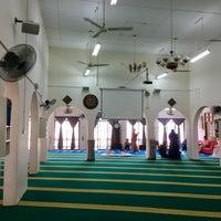 Foto scattata a Masjid Jamek Haji Mat Saman da sYaFaZnIe il 3/18/2017