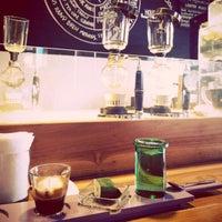 6/7/2015 tarihinde Mayka D.ziyaretçi tarafından Seniman Coffee Studio'de çekilen fotoğraf