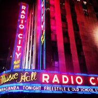 Das Foto wurde bei Radio City Music Hall von Tiffany S. am 4/1/2013 aufgenommen
