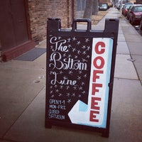 Снимок сделан в Bottom Line Coffee House пользователем Dandelion D. 3/19/2014