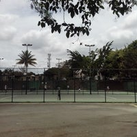 Foto tomada en Canchas de Tenis Cumbres por Aarón L. el 6/8/2014