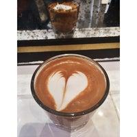 รูปภาพถ่ายที่ Toby's Estate Coffee โดย Rebecca R. เมื่อ 9/24/2014