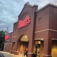 5/18/2013 tarihinde Mikeziyaretçi tarafından Binny's Beverage Depot'de çekilen fotoğraf