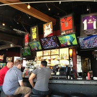 Foto tomada en On Deck Sports Bar & Grill por Jeri B. el 7/28/2013