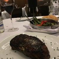 Foto scattata a Fleming's Prime Steakhouse & Wine Bar da Alfredo F. il 5/31/2016