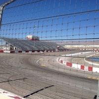 Photo prise au Bullring at Las Vegas Motor Speedway par Sal S. le10/20/2012