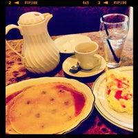 Das Foto wurde bei Sulimay's Restaurant von Brandon S. am 7/12/2014 aufgenommen