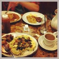 Das Foto wurde bei Sulimay's Restaurant von Brandon S. am 5/11/2013 aufgenommen