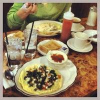 Das Foto wurde bei Sulimay's Restaurant von Brandon S. am 2/16/2014 aufgenommen