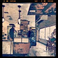 รูปภาพถ่ายที่ Dogtown Coffee โดย Jerome P. เมื่อ 3/17/2013